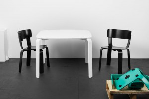 Chaise Bento - Design Form Us With Love pour One Nordic Furniture Company // © One Nordic Furniture Company